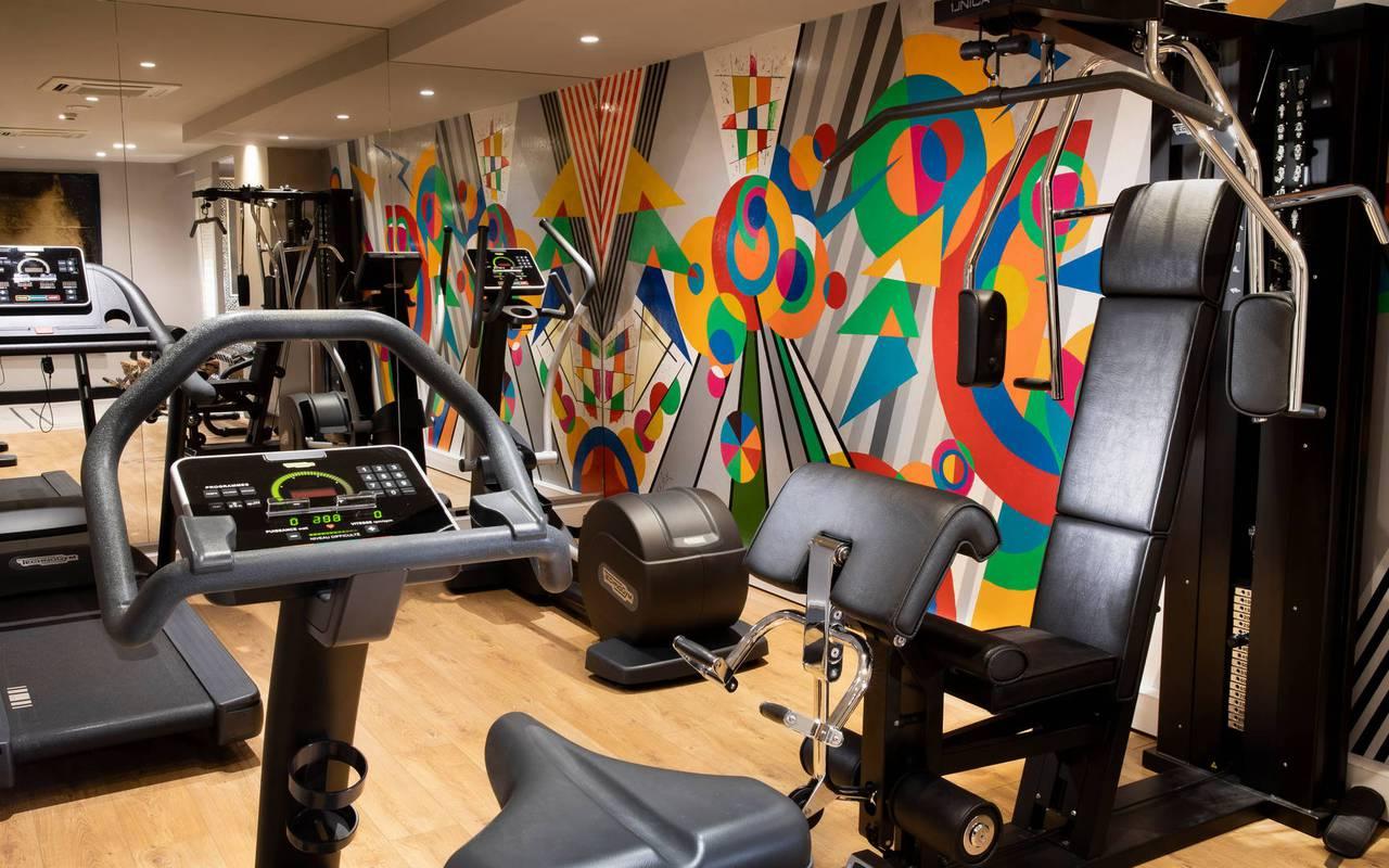 Salle de sport bien équipée, hotel spa tour eiffel, Juliana Hotel Paris.