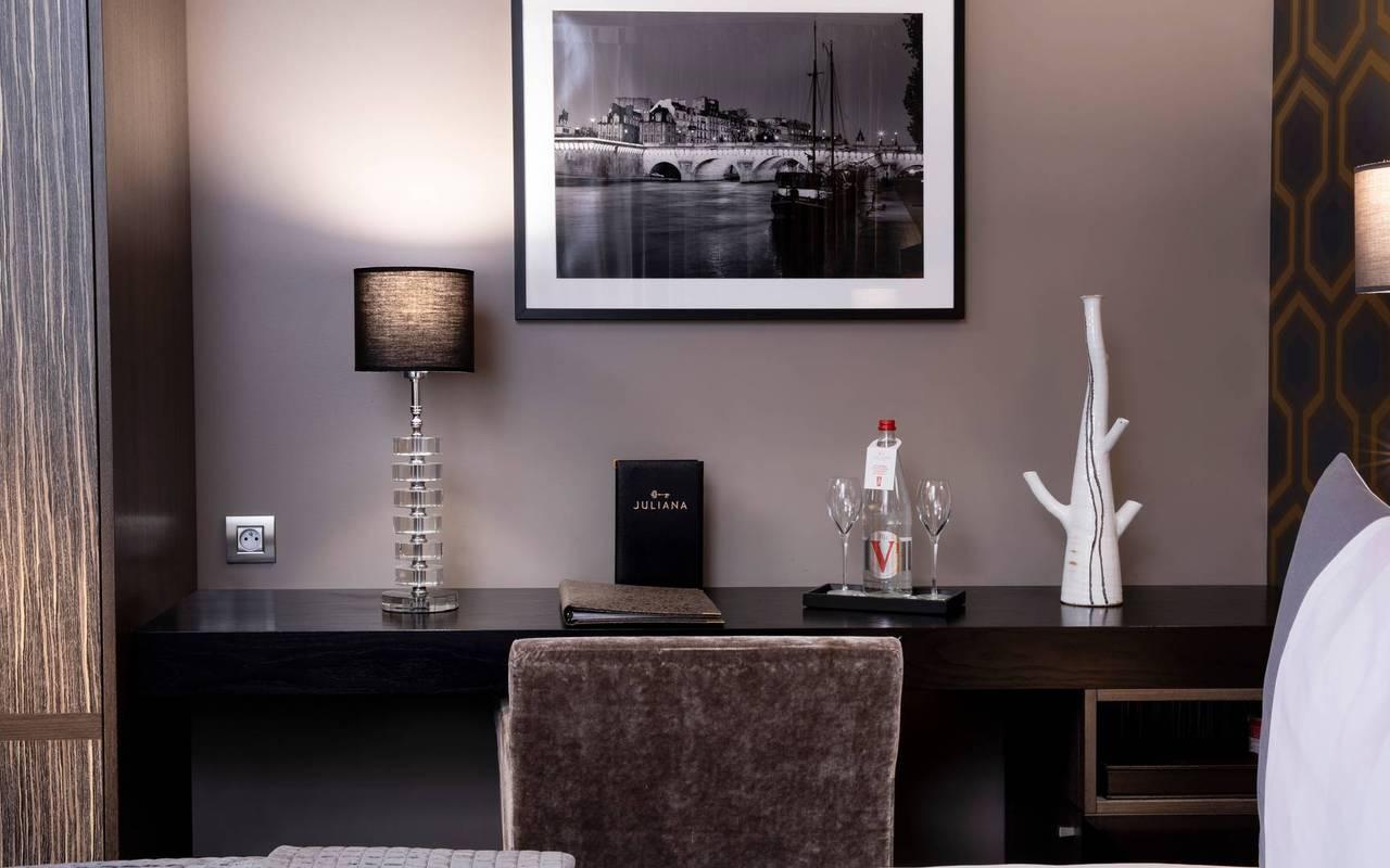 Espace bureau dans la chambre deluxe, hotel luxe paris 7, Juliana Hotel Paris.