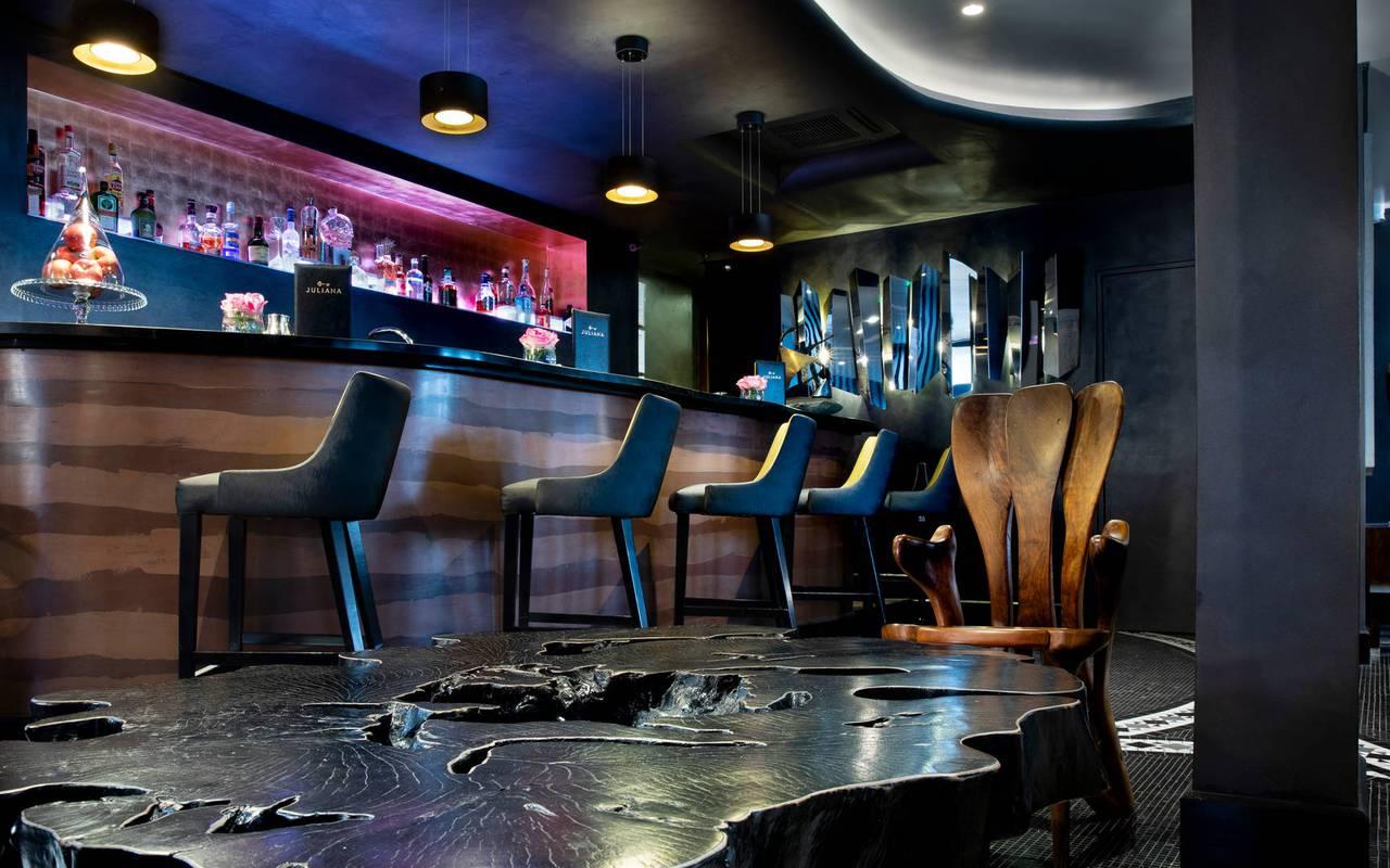 Bar chic et moderne, hotel vue sur la tour eiffel, Juliana Hotel Paris.