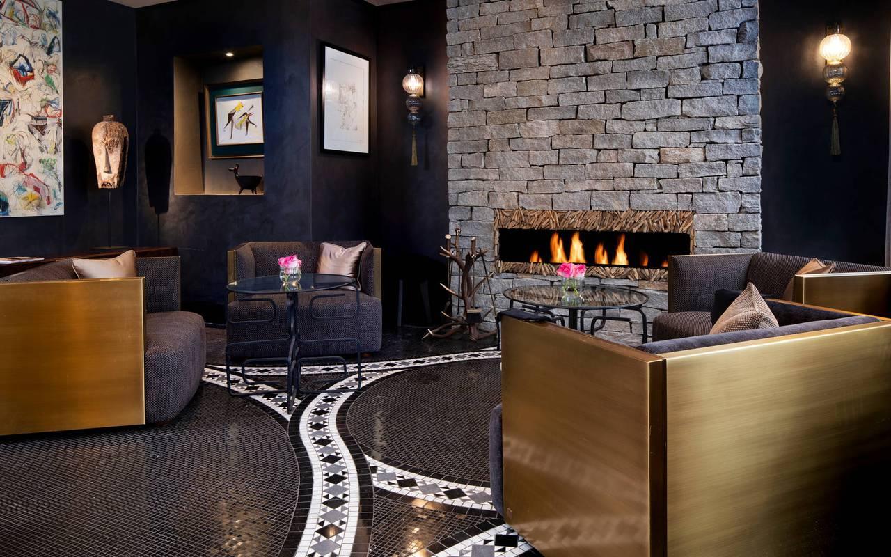 Salon avec cheminée, hotel vue sur la tour eiffel, Juliana Hotel Paris.