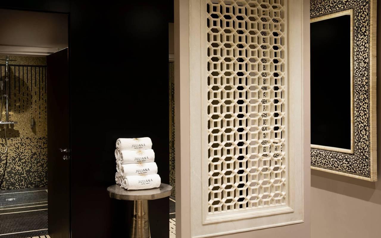 Entrée du hammam, hotel vue sur la tour eiffel, Juliana Hotel Paris.