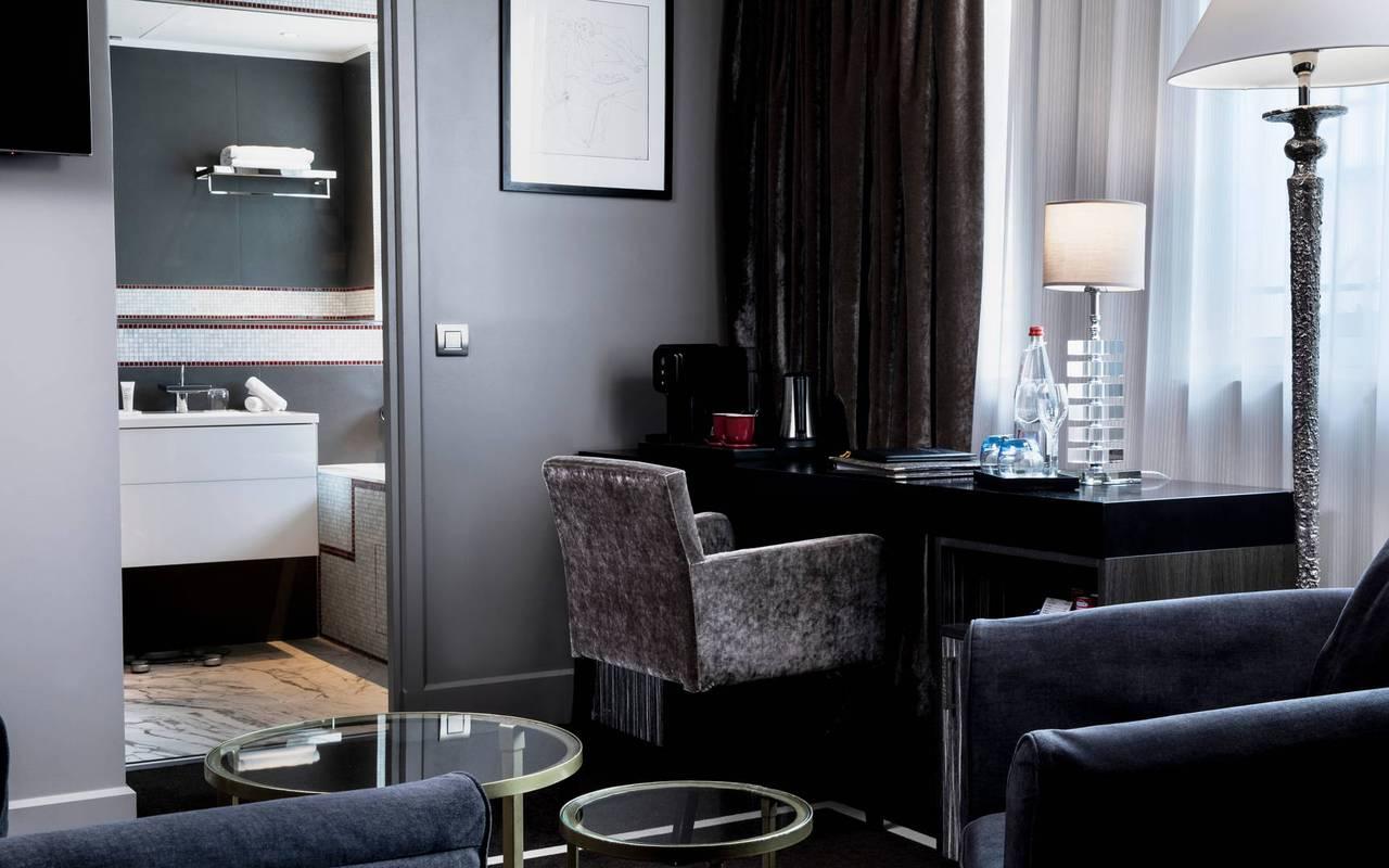 Coin salon de la chambre, hôtel avec vue sur la Tour Eiffel, Juliana Hôtel Paris