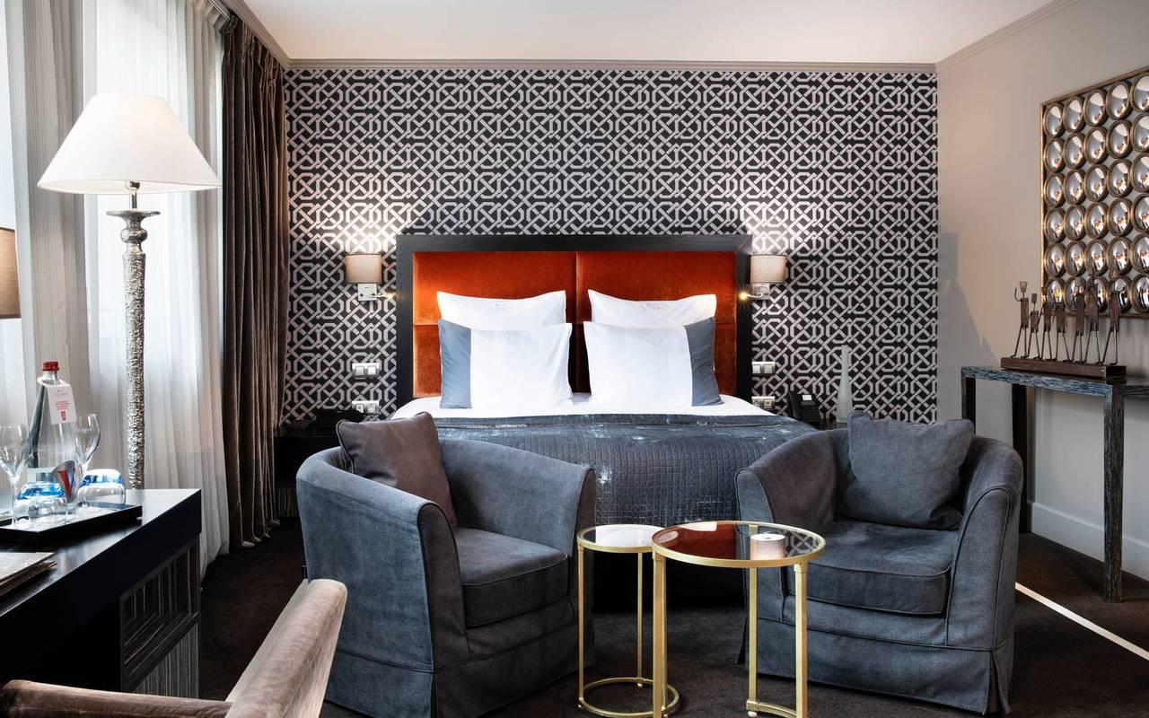 Junior Suite avec lit et fauteuils, hôtel de luxe Paris 5 étoiles, Juliana hôtel Paris