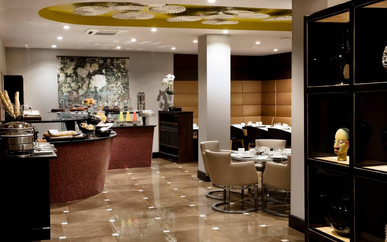 Salle du petit-déjeuner avec buffet, hôtel avec vue sur la Tour Eiffel, Juliana Hôtel Paris