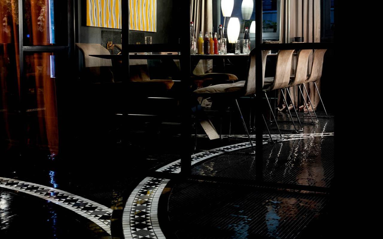 Table du bar, hôtel avec vue sur la Tour Eiffel, Juliana Hôtel Paris