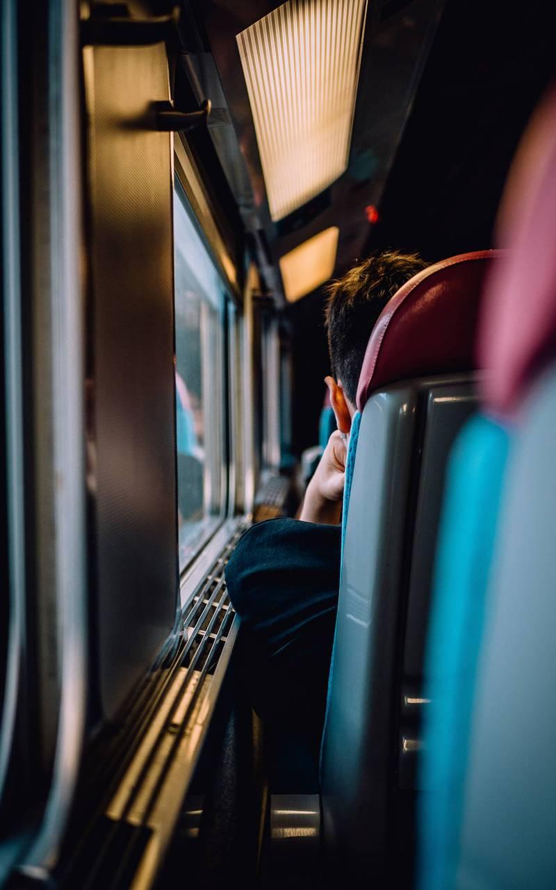 Passager dans le train, hotel 5 etoiles paris 7, Juliana Hotel Paris.